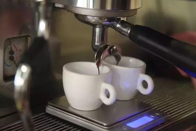 同样是黑咖啡,美式咖啡与手冲单品咖啡哪个更好喝?